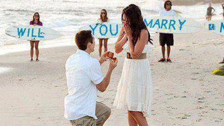 hình ảnh Giúp chàng cầu hôn tại biển